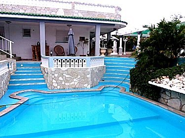 Hostal de lujo en guanabo playas del este de la habana cuba for Casas con piscina en sevilla para alquilar