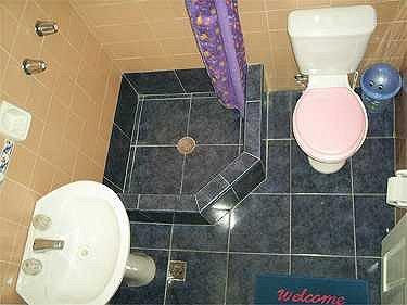 Alquiler de apartamento y hostal eva en santa clara cuba for Fotos de banos modernos en cuba