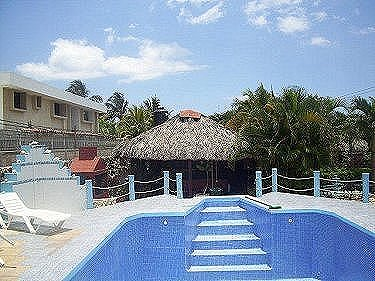 Alquiler de cuatro apartamentos en casa zuleyka de la for Casas con piscina en la habana