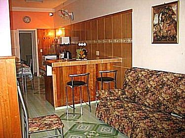 Alquiler y renta de casa gloria en playa de varadero cuba for Sala de estar y cocina
