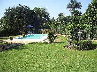 Casa de alquiler con alberca jorge del busto en la habana for Casas con piscina en la habana