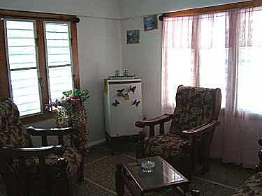 Alquiler de un apartamento en hostal dayami en caleton for Sala de estar larga
