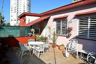 Apartamento de alquiler de esther en vedado la habana for Terraza del apartamento