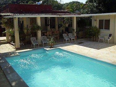 Casa melba con alberca piscina en la habana for Casas con piscina en la habana