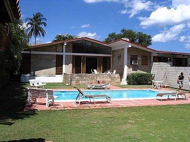 Casa faceli con piscina alberca en la habana cuba for Casas con piscina en la habana