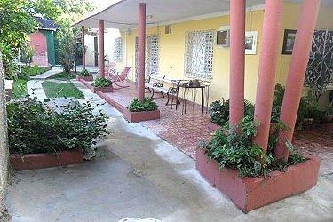 Hostal fara en varadero cuba for Hostal ciudad jardin