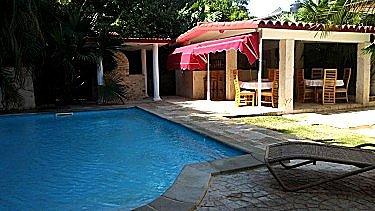 Alquiler de la casa ana gloria con alberca piscina en la for Alquiler casa con piscina agosto