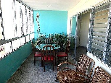 Apartamento de lourdes en vedado habana for Terraza del apartamento