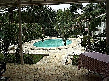 Alquiler de la casa con piscina alberca en siboney la for Casas con piscina en la habana