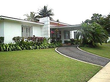Alquiler de la casa con piscina alberca en siboney la for Casas de alquiler de verano con piscina